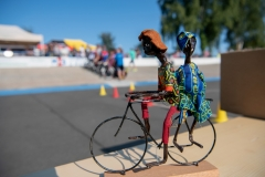 Für die Steher gab es ein Mitbringsel aus Uganda - ein Model von möglichen Nutzungen des Fahrrades in Afrika